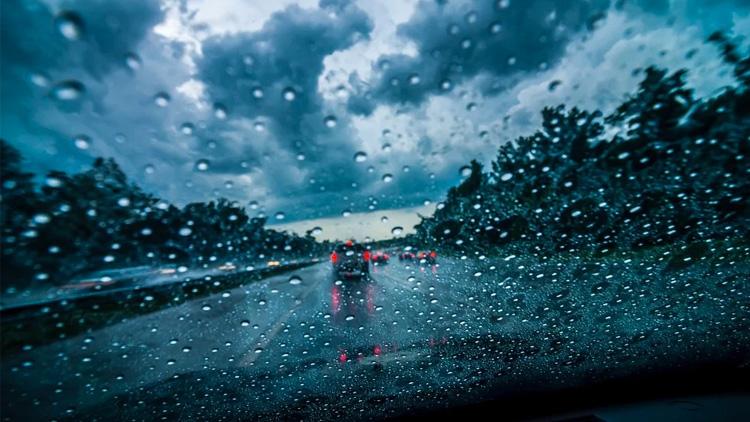 7 Consejos para conducir con seguridad bajo la lluvia